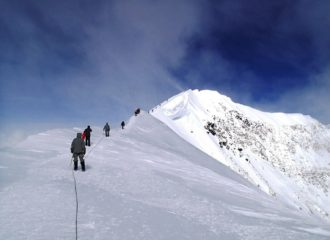 Executive Coach Exchange mountain climbing skeeze pixabay